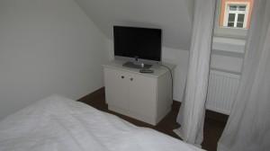 Ein Fernseher am Bett - muss einfach sein! (wenn man ihn mal anbekommt ;-) )