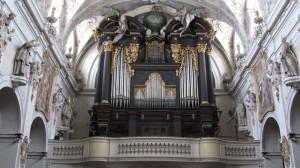 Im innern der Basilika St. Emmeran - die gigantische und total schöne Orgel