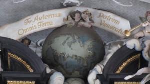 Im innern der Basilika St. Emmeran - die (Welt-)Kugel auf der Orgel