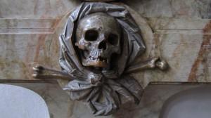Im innern der Basilika St. Emmeran - das Zeichen des Todes
