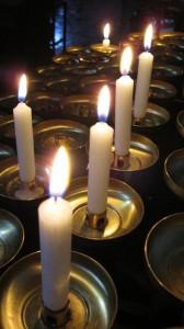 Im innern der Basilika St. Emmeran - Das Kerzenopfer von Nina