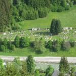 Ausblick von der Burg zum Friedhof