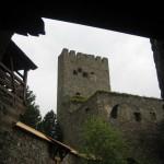 Blick auf die Ruine innerhalb der Burg